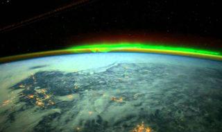 aurore boreale depuis espace
