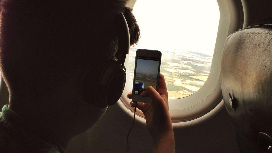 Le lifi dans l'avion ? Internet arrive enfin en cabine !