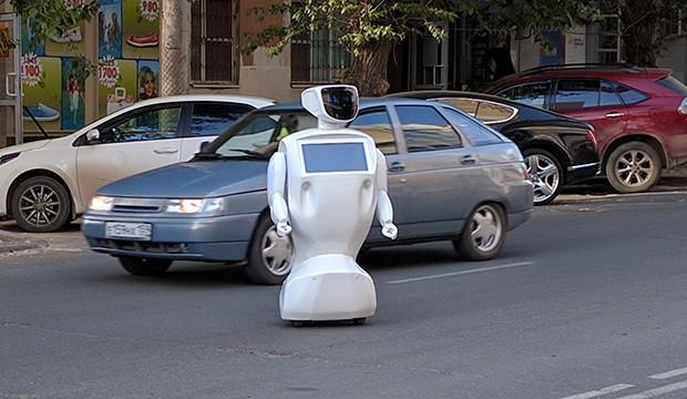 En Russie un robot humanoïde «s'échappe seul» et bloque la circulation