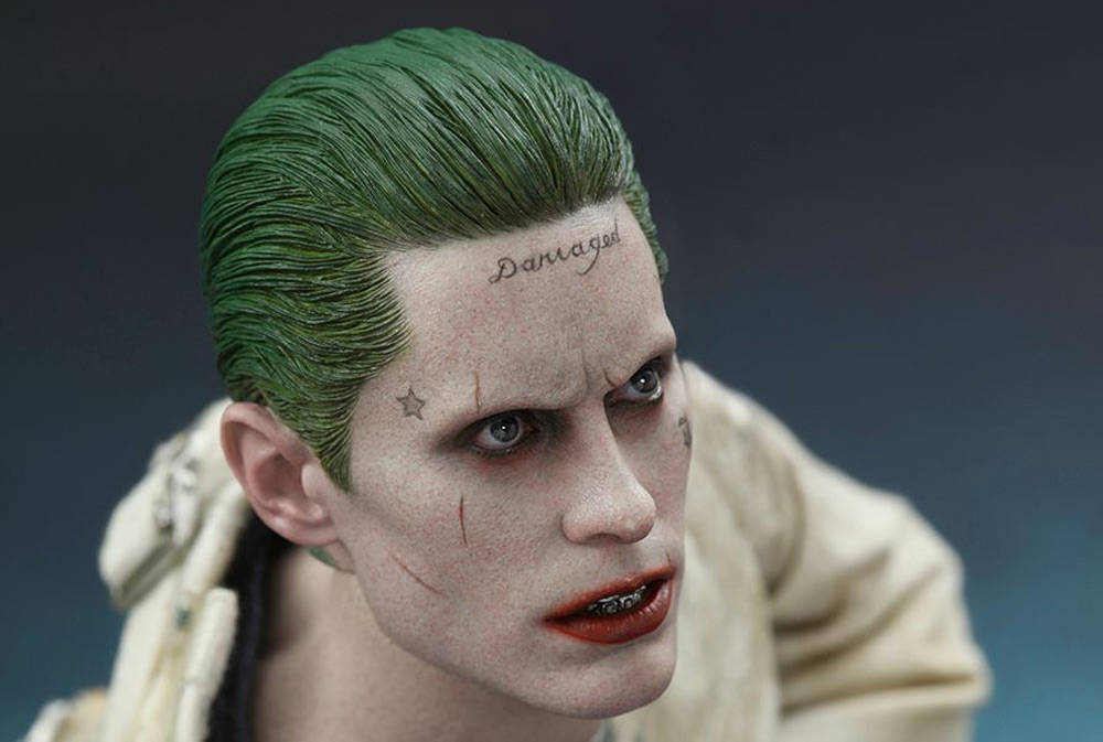suicide squad une figurine ultra r aliste du joker aussi flippante que le vrai. Black Bedroom Furniture Sets. Home Design Ideas