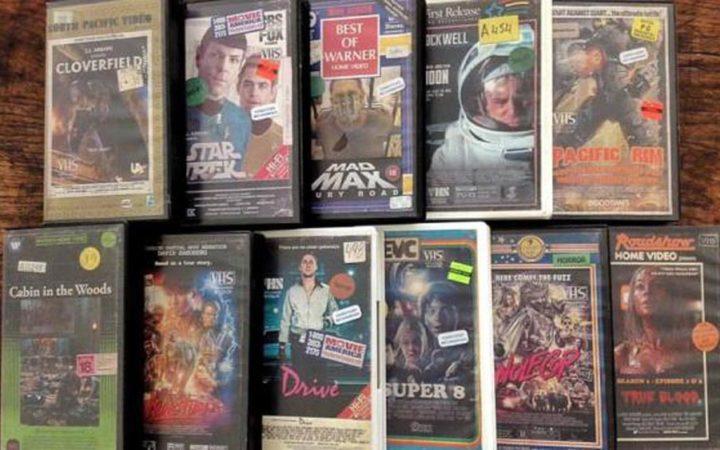 Cet artiste réalise des jaquettes VHS de films modernes absolument géniales
