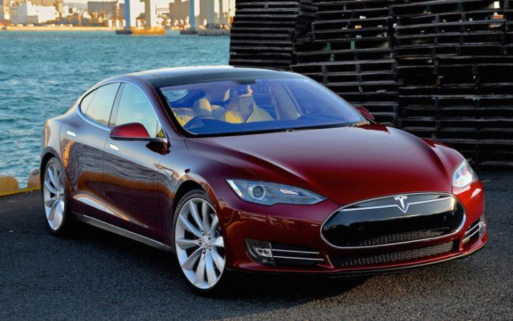 La nouvelle Tesla Model S accélère comme une Ferrari et tient plus de 600 km