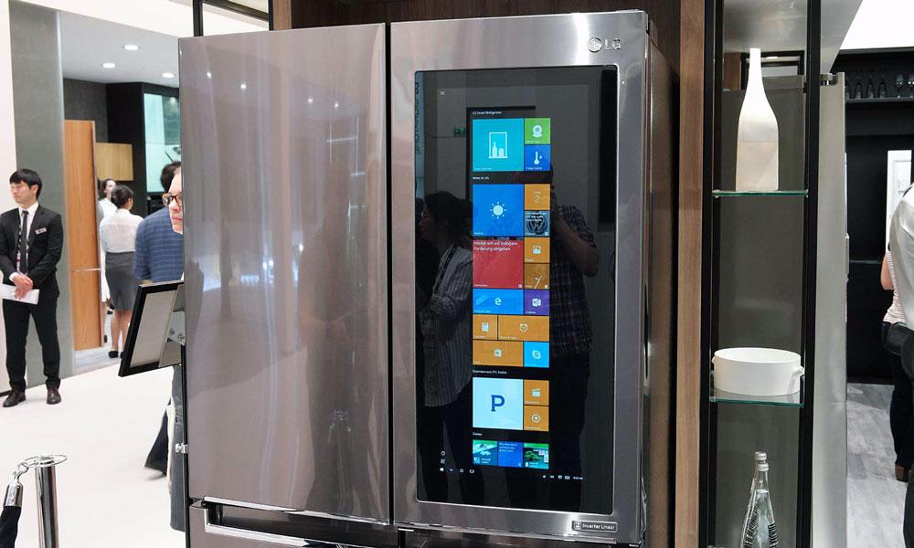 lg d voile son frigo du futur avec cran g ant sous windows 10. Black Bedroom Furniture Sets. Home Design Ideas