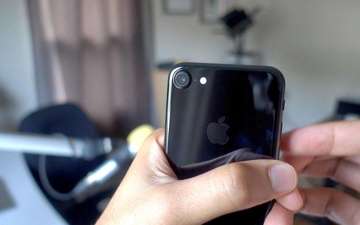 iPhone 7 : hyper fragile, la finition «noir de jais» garde aussi les traces de doigts
