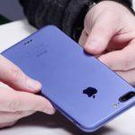 """L'iPhone 7 """"siffle"""" et n'aime pas les gants : les problèmes des premiers utilisateurs"""