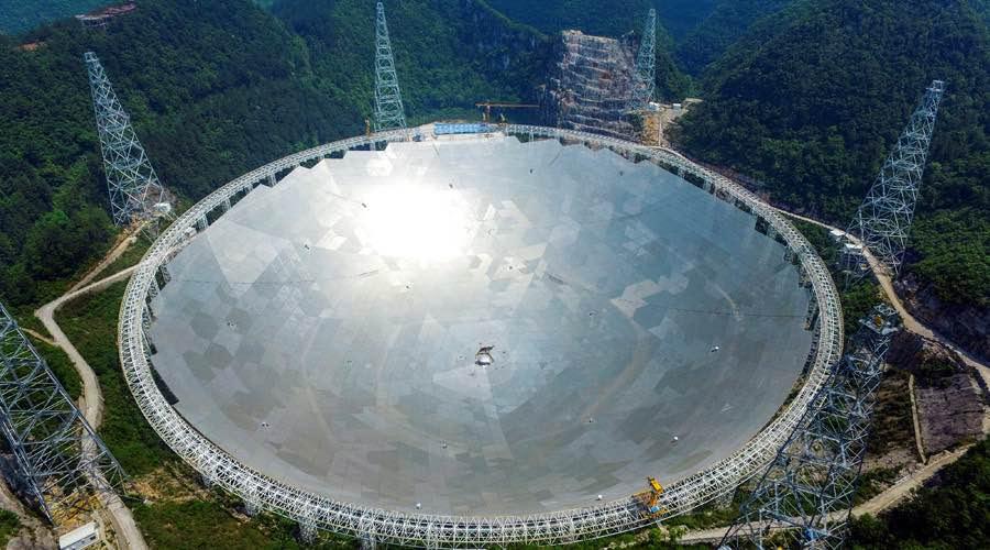La Chine allume le plus grand radio-télescope chasseur d'extra-terrestres au monde