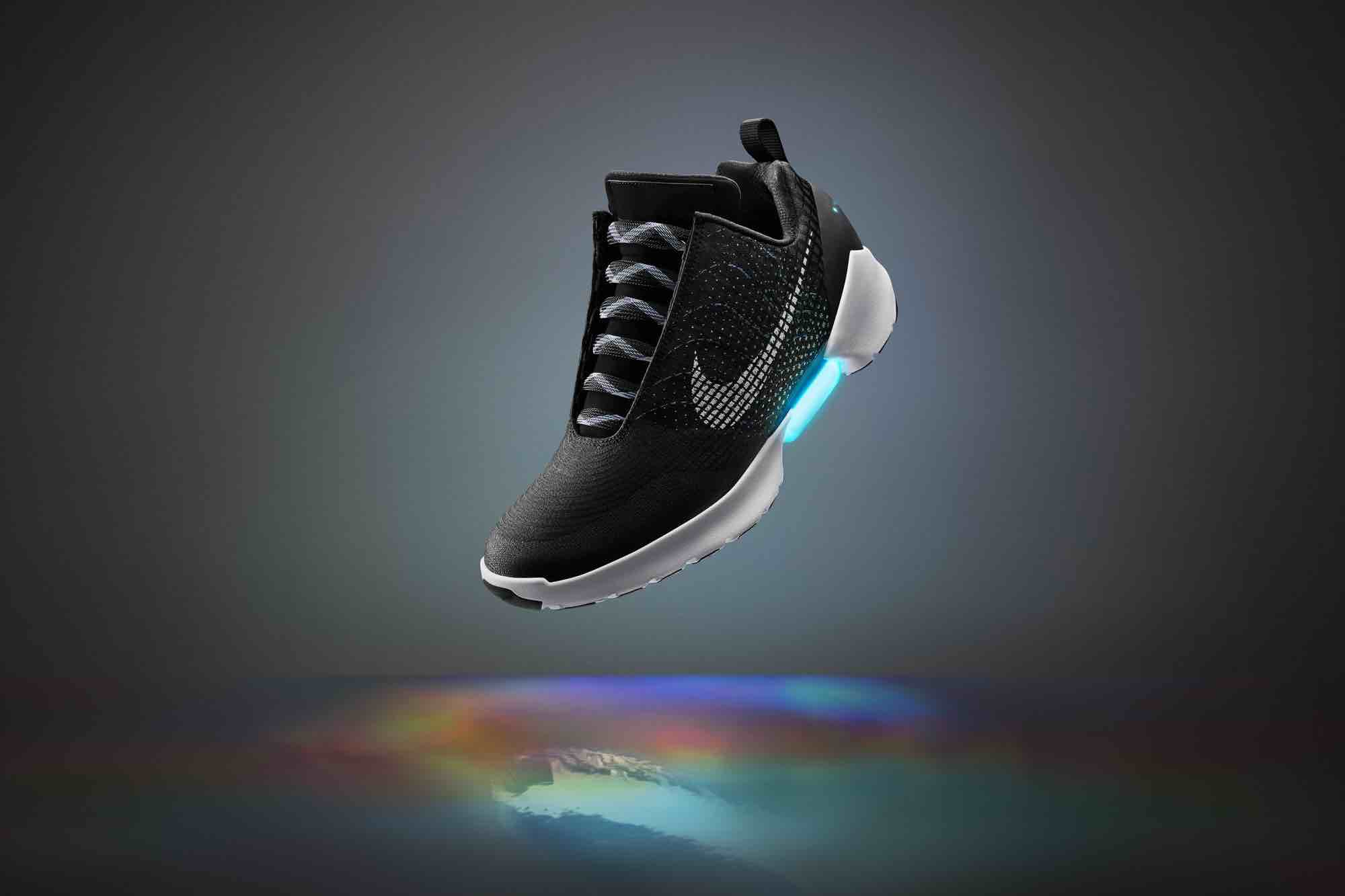 nike hyperadapt les chaussures inspir es de retour vers le futur arrivent le 28 novembre. Black Bedroom Furniture Sets. Home Design Ideas