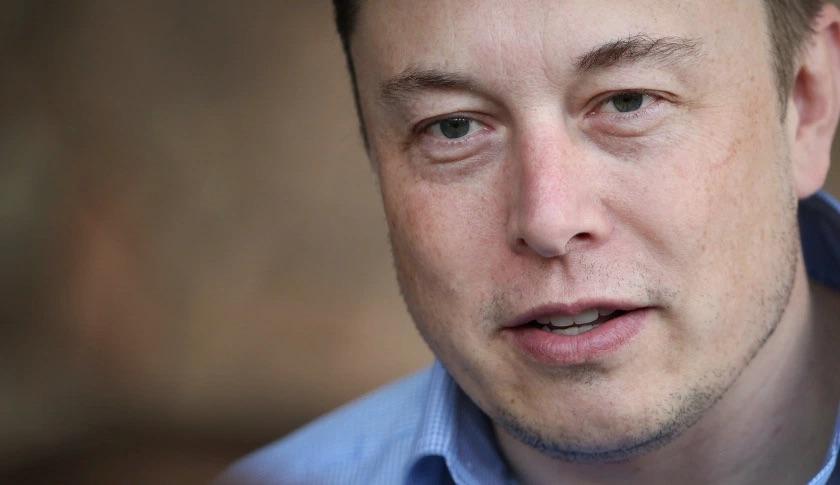 """Elon Musk plaide pour le salaire universel : va-t-on vers """"la fin du travail"""" ?"""