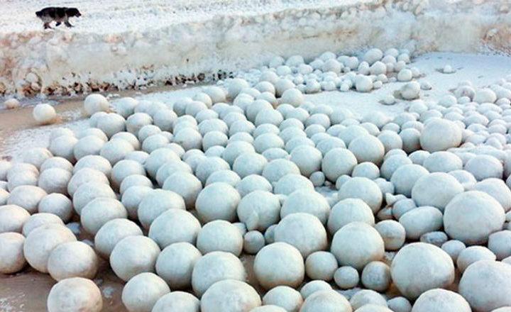 En Sibérie la météo fabrique des milliers de grosses boules de neige !