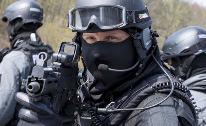 La police pénètre dans les locaux de Zone Téléchargement en vidéo