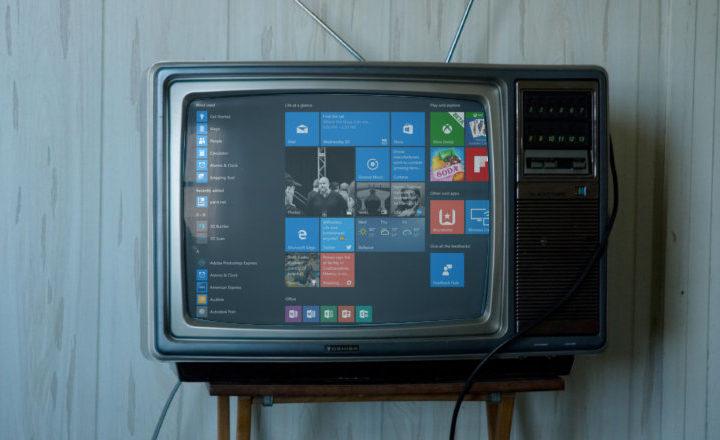 Apprenez comment brancher votre PC à la TV du salon avec un câble HDMI ou sans fil