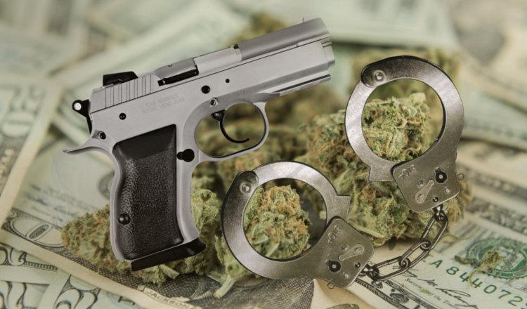 Le mannequin challenge avec des criminels, une aubaine pour la police... surtout quand il y a des armes et de la drogue !