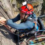 Un ancien champion d'escalade a gravi une falaise de 500 m en fauteuil roulant