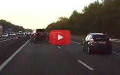 Tesla : regardez l'autopilote prédire un grave accident et freiner pour l'éviter !