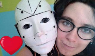 Lilly, une Française robotsexuelle voudrait se marier avec InMoovator, son robot