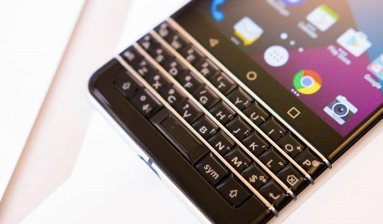 CES 2017 : le BlackBerry DTK 70 Mercury se dévoile un peu dans ce qui ressemble à un teasing insoutenable !