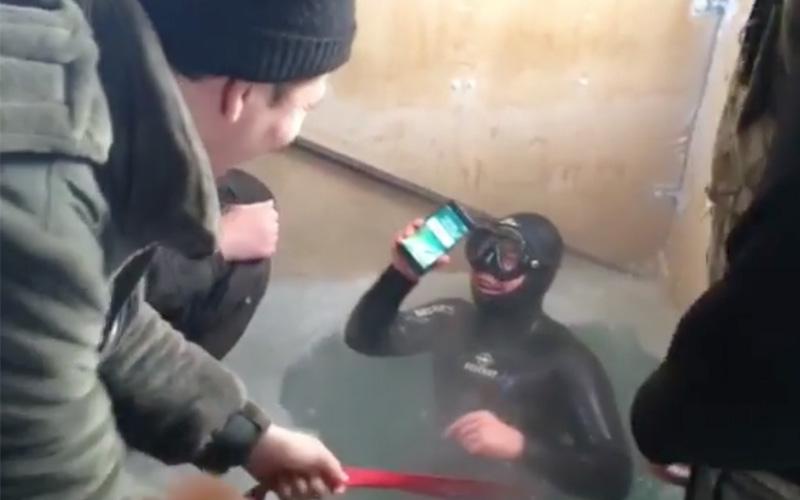 iphone 7 survit 13 heures eau= riviere gelee siberie video