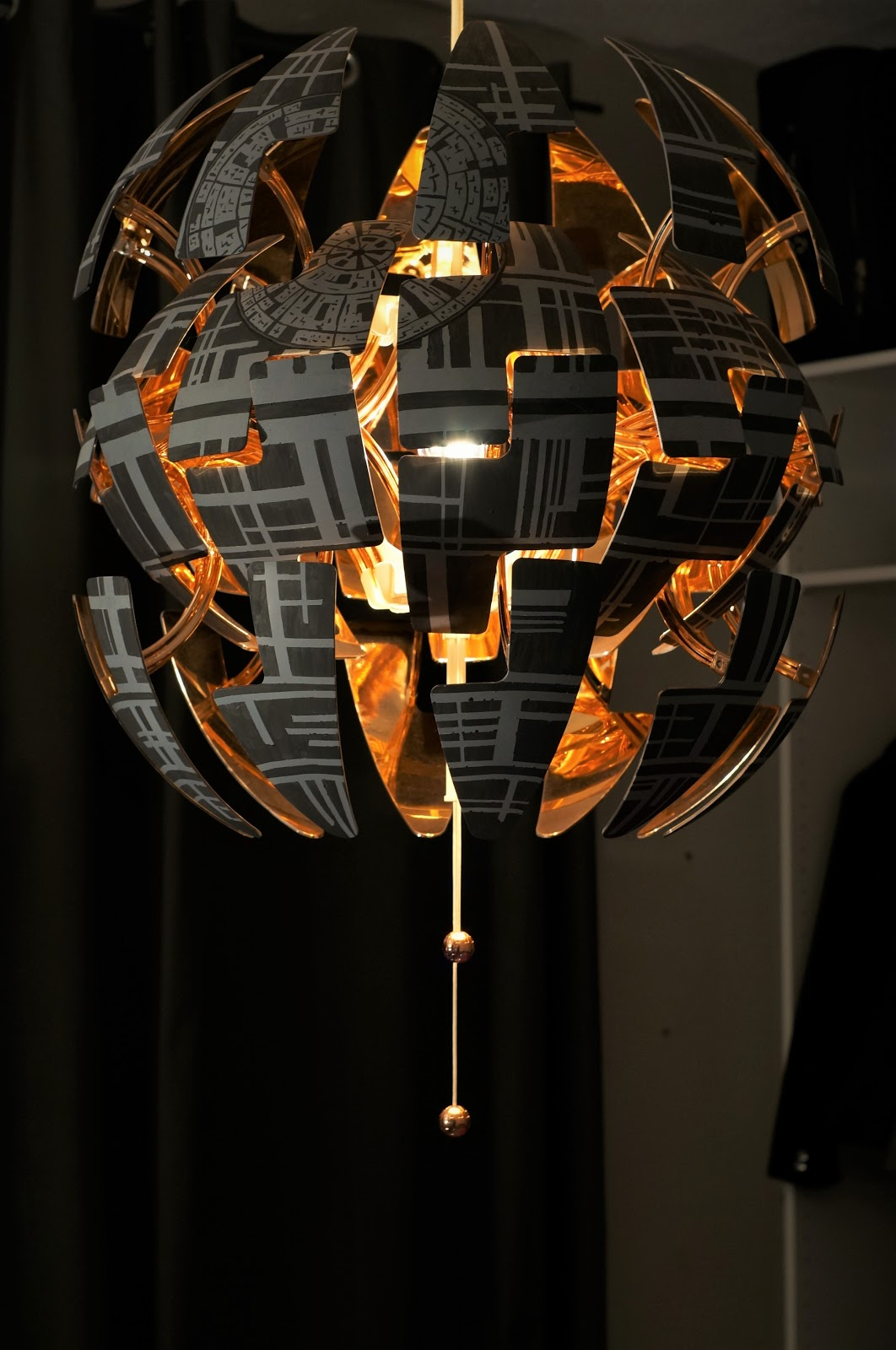 beautiful lampe ikea star wars etoile mort with lampe lune. Black Bedroom Furniture Sets. Home Design Ideas