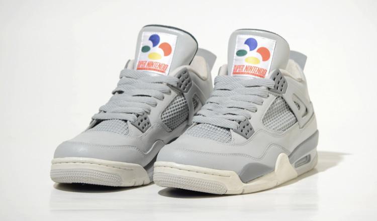 Ces Nike Air Jordan 4 ont été customisées sur le thème de la Super Nintendo avec boutons de manettes incrustés