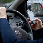 Utiliser le téléphone au volant peut désormais vous coûter une amende, sans que vous ne le sachiez