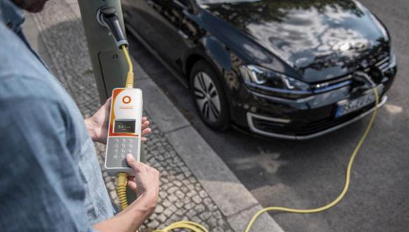 Recharger son véhicule électrique sur un lampadaire