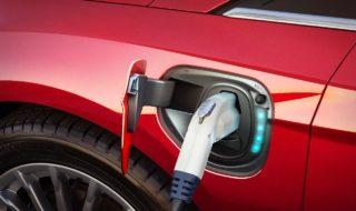 Les véhicules électriques se rechargent sur des lampadaires à Londres !