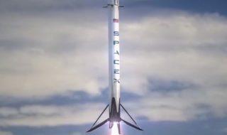 SpaceX va envoyer ses deux premiers touristes autour de la Lune fin 2018