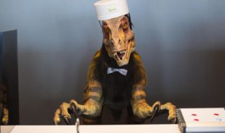 japon hotel bizarre wtf robots dinosaures