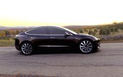 Tesla : Elon Musk dévoile sa Model 3 en vidéo et donne quelques détails croustillants