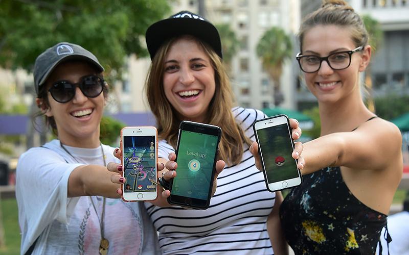 Des joueuses de Pokémon Go