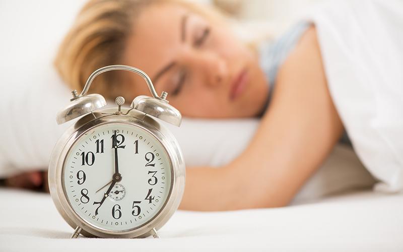 Une femme qui dort paisiblement