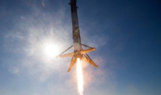 Space X : la fusée Falcon 9 recyclée revient de l'espace dans cette video incroyable