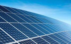 Tesla dévoile des panneaux solaires révolutionnaires, à la fois discrets et faciles à installer