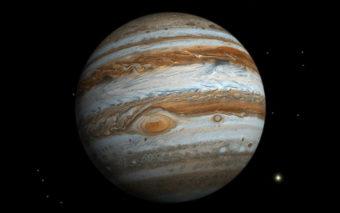 Jupiter : Juno envoie des photos ahurissantes de cyclones bleutés au pôle sud de la planète