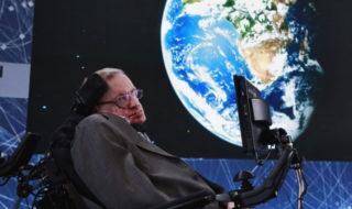 Stephen Hawking : pourquoi l'humanité doit quitter la Terre le plus vite possible