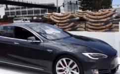 The Boring Company : Elon Musk teste le futur ascenseur pour voitures de ses tunnels, en vidéo