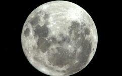 Lune : l'eau y serait bien plus abondante qu'on ne le pensait