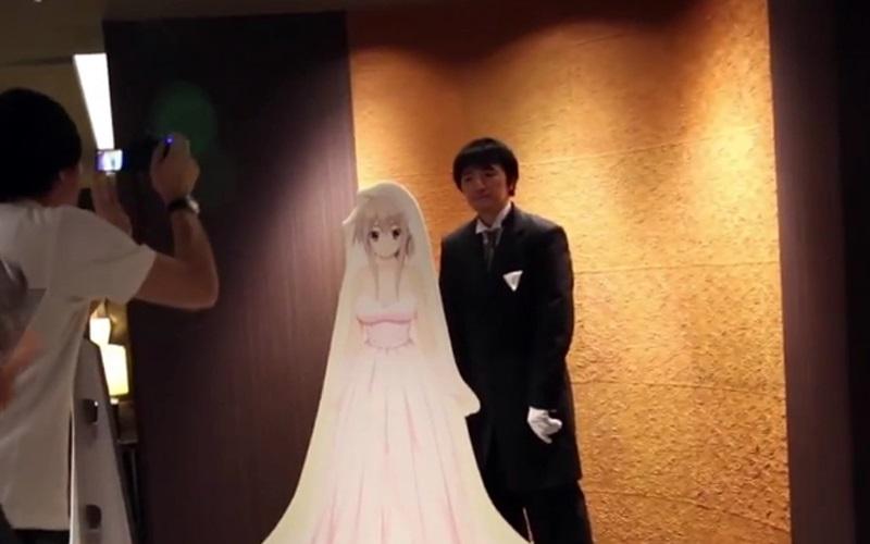 Japon : ce gamer vient de se marier avec son personnage de jeux vidéo favori, en vidéo