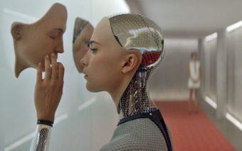 Siri, Alexa, Google Assistant, Cortana : pourquoi on adore tant leur parler de sexe