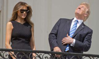 Eclipse solaire : Donald Trump a bien sûr regardé le soleil sans lunettes, fous rires et consternation sur Twitter