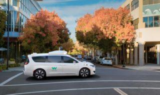 Comment pirater les voitures autonomes avec de simples autocollants