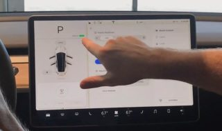 Ecran bord Tesla Model 3