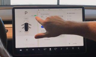 Tesla Model 3 : voici la démo complète de son immense écran tableau de bord [vidéo]