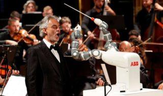 Vidéo : un robot chef d'orchestre dirige son premier concert