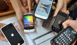 Le gouvernement veut interdire les smartphones au collège
