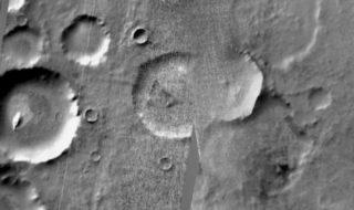Vidéo : un vaisseau-espion américain s'est écrasé sur Mars, la nouvelle théorie du complot !