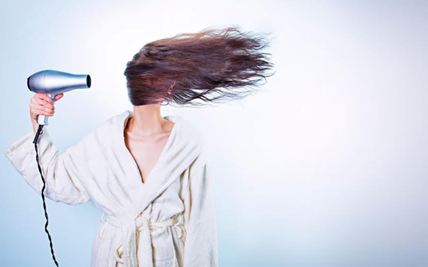 sèche cheveux smartphone eau