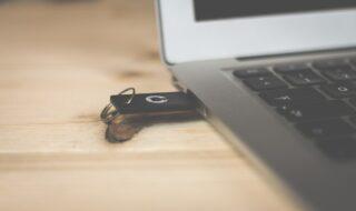 Mac créer USB bootable (image libre de droits)