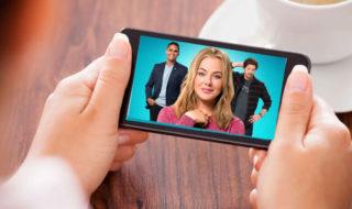 TV sur smartphone : toutes les options pour regarder la télévision sur mobile