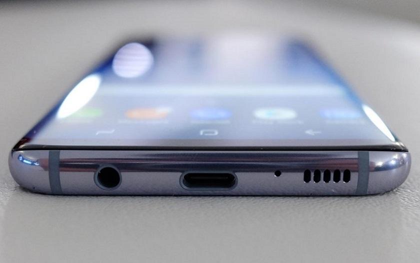 Smartphone port jack